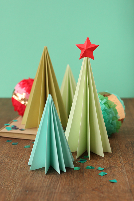 accordion paper christmas tree accordion paper trees julep 3311