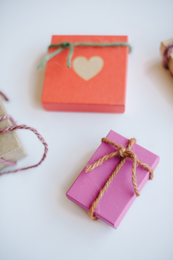 DIY dyed twine wedding favors