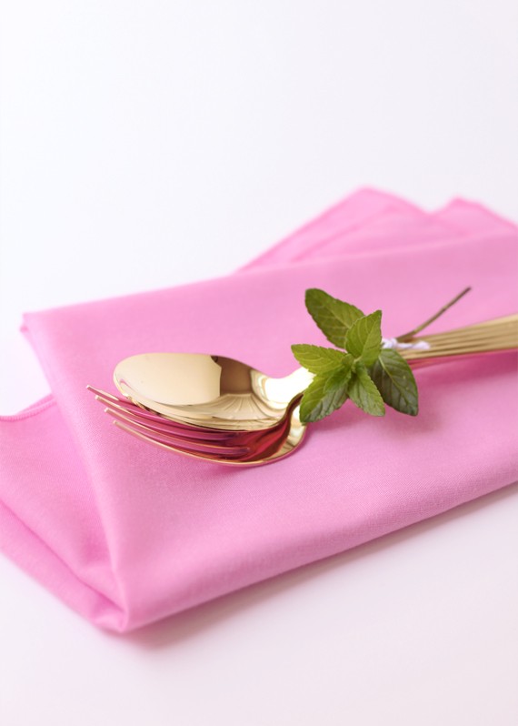 Bundled flatware with mint
