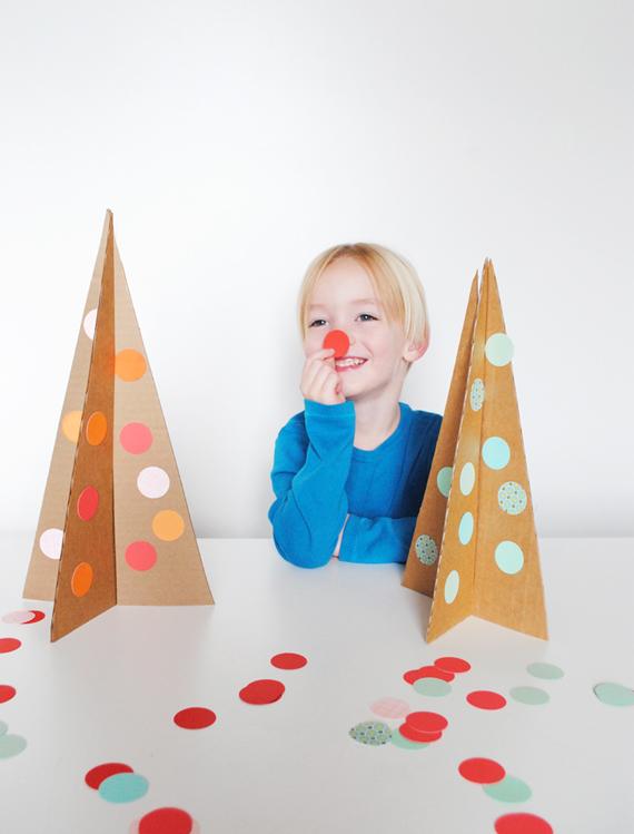 Activit manuelle pour enfant sapin de no l en carton - Fausse cheminee en carton pour noel ...