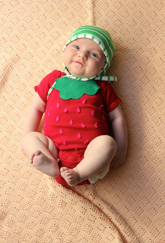 baby halloween costume  sc 1 st  Minted & DIY: Easy No-Sew Strawberry Halloween Costume | Julep