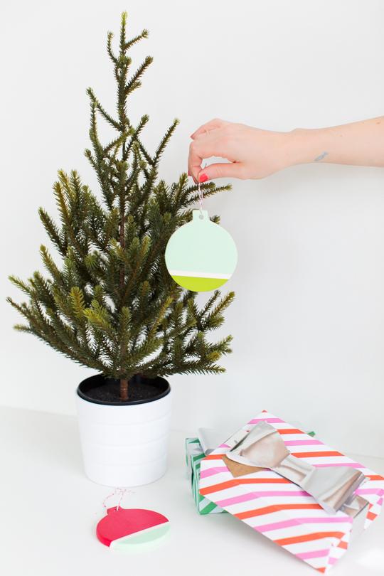 DIY colorblock ornament