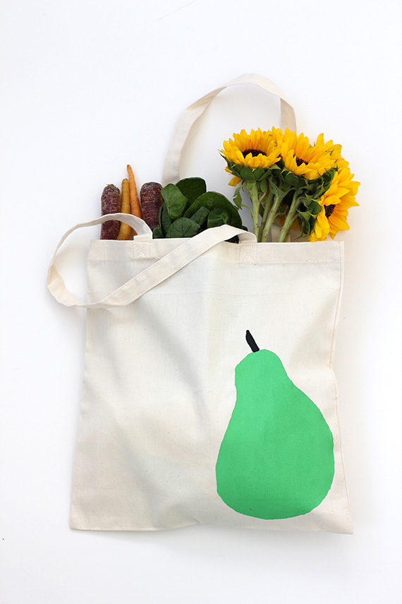 DIY Stenciled Pear Tote Bag | alice and lois for minted
