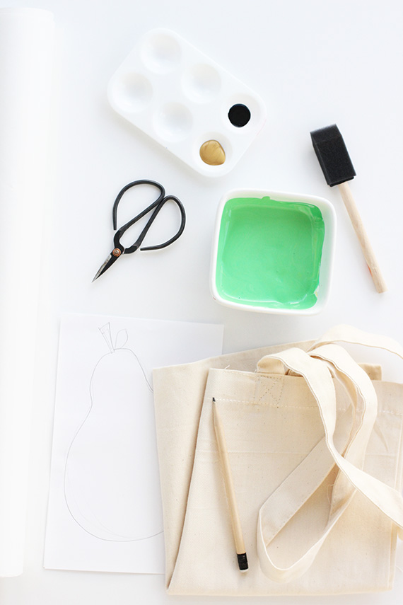 Make this stenciled pear tote bag using freezer paper | alice & lois for minted