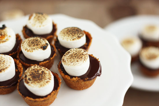 Mini S'mores Pies for your Thanksgiving table, by @luluthebaker for @minted