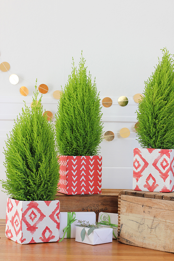 DIY FabricCovered Christmas Tree Box  Julep