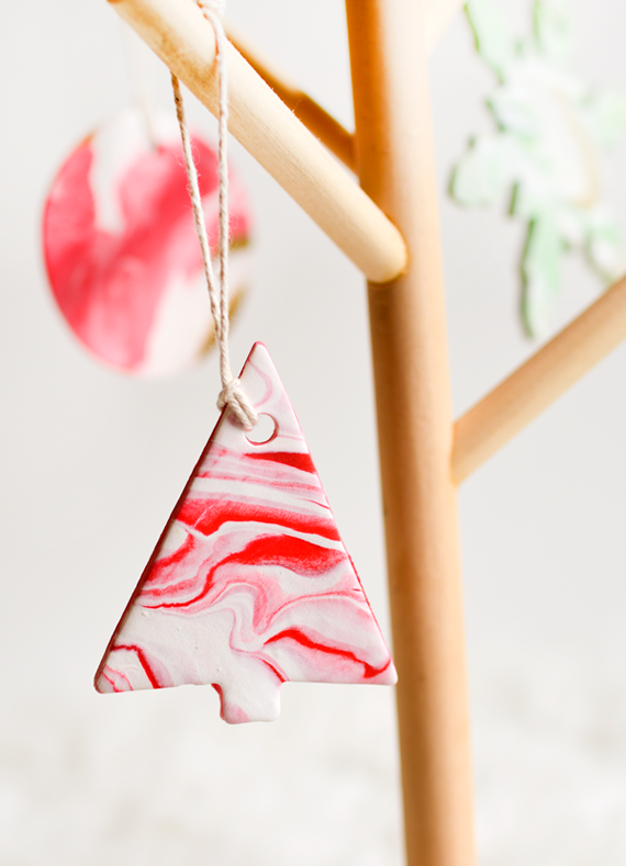 DIY marble clay ornaments for your Christmas tree.