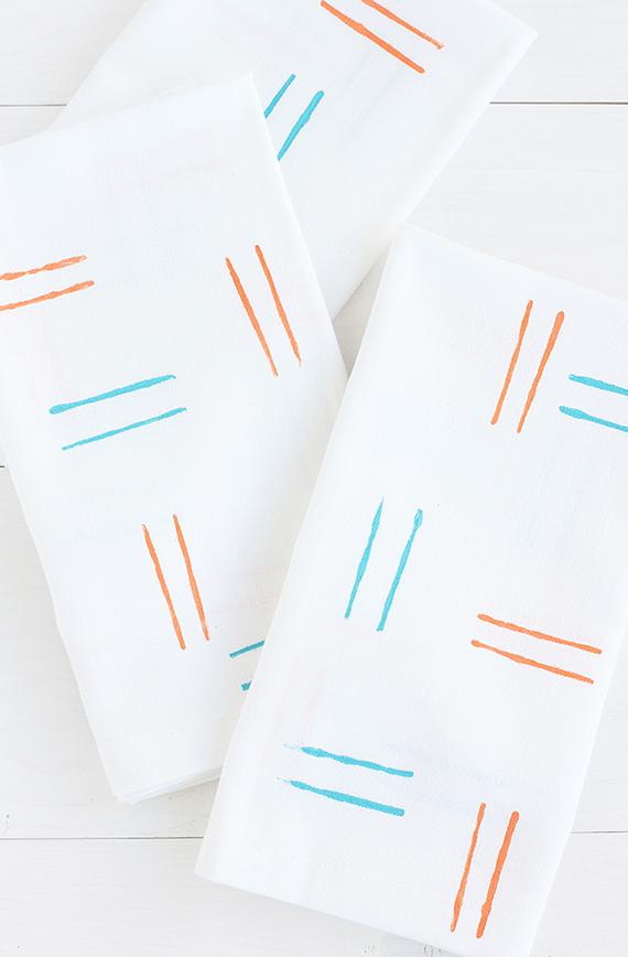 DIY Hand-Stamped Spring Napkins | alice & lois for minted