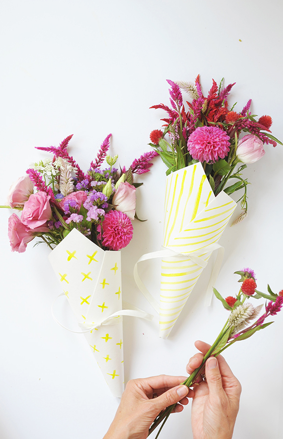 Make these simple hand painted watercolor flower bouquet wraps.