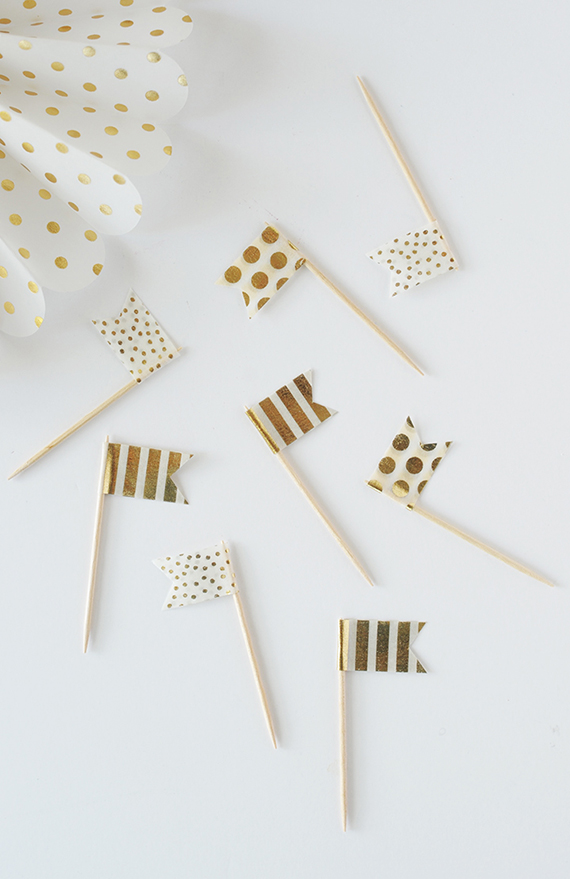 Make these simple and festive Cupcake Topper Flags out of washi tape!