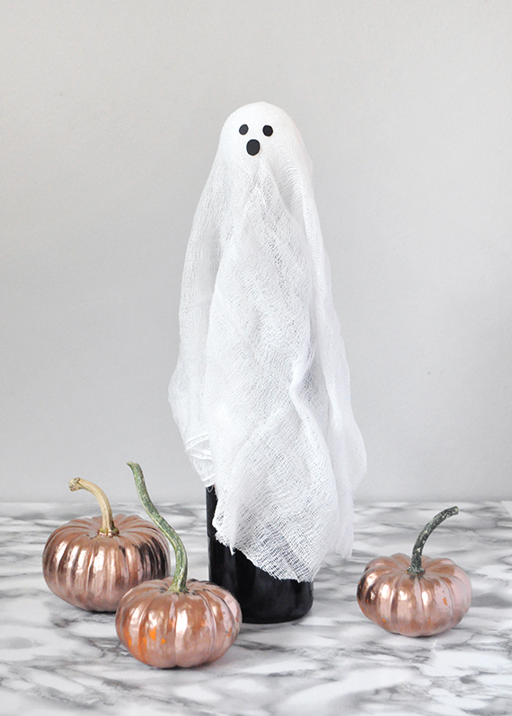 Ghost Wine Wrap for Halloween | Julep