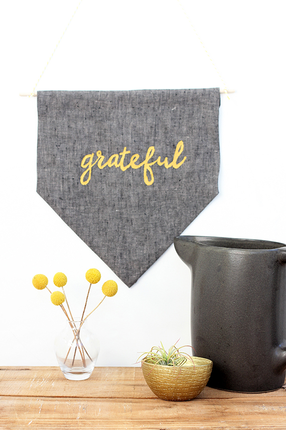 DIY No Sew Grateful Banner