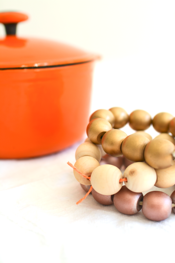 Easy wooden bead trivet DIY for Thanksgiving entertaining